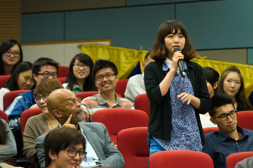 Journalism student Zhou Huixiaowan asks where the female investigative reporters are. Photo: Bruce Yan